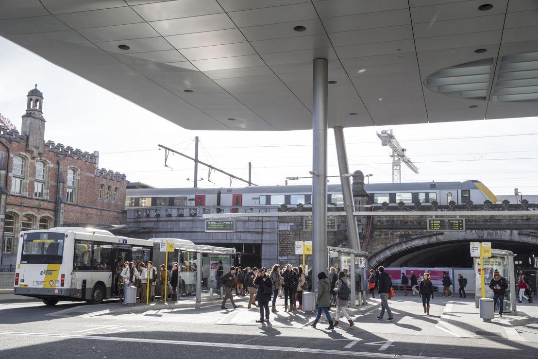 Met de City Pass Gent neem je trein, tram en bus in Gent. Hier: trein en busstation Gent Sint-Pieters.