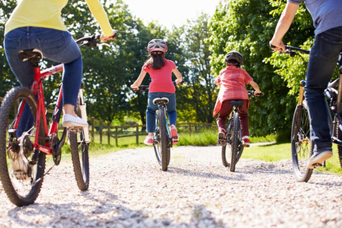 KBC élargit gratuitement son assurance automobile et accorde une réduction de 50 % sur l'assurance vélo.
