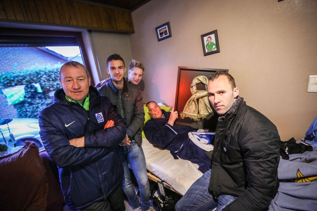 Stijn Umans ontvangt de Gouden Sjaal (c) VRT - Arnout Bracke