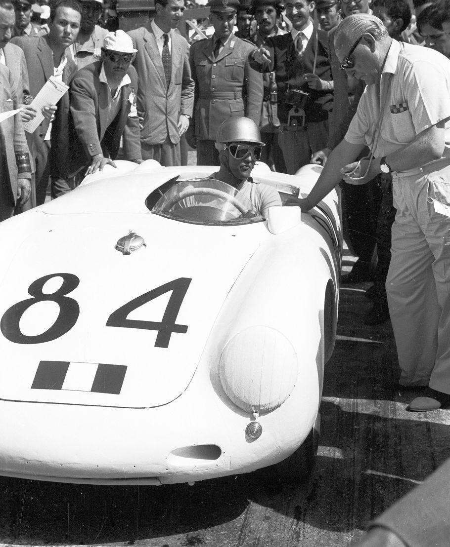 1956. El 10 de junio, a bordo de un Porsche 550 A Spyder, Umberto Maglioli se adjudica el primer lugar absoluto de la Targa Florio