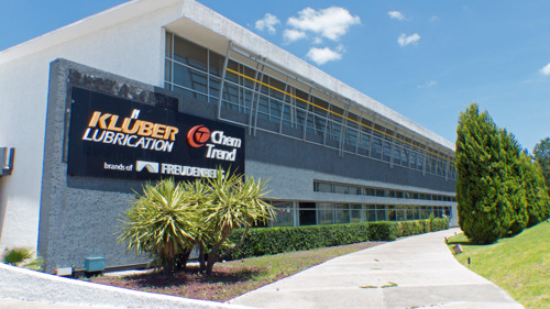 Compromiso medioambiental y ahorro con el nuevo sistema de energía fotovoltaica de Klüber Lubricación en Querétaro