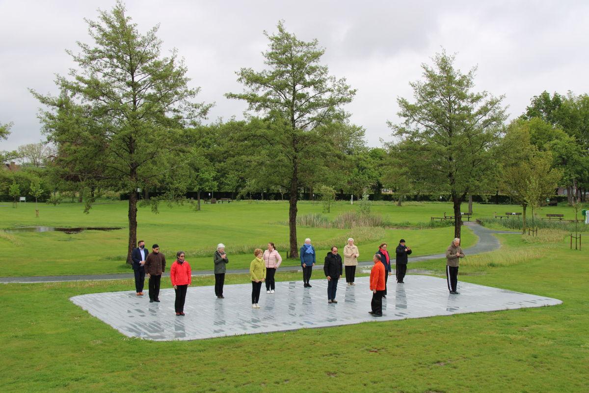 De Parkenparade werd ingehuldigd met een yogasessie in het Park Hof ten Hemelrijk van Opwijk