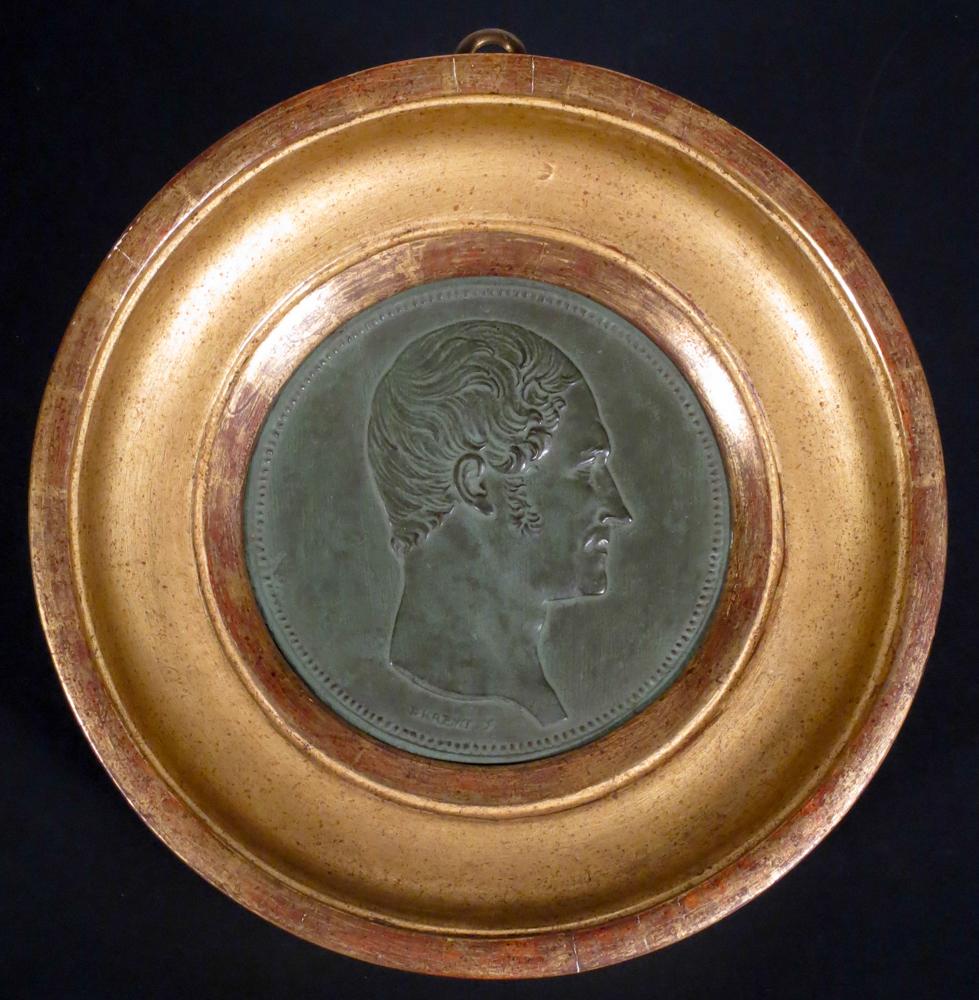 Cet exemplaire en métal de couleur bronze date de 1848 et était à l'effigie du roi des Belges de l'époque, Léopold 1er.