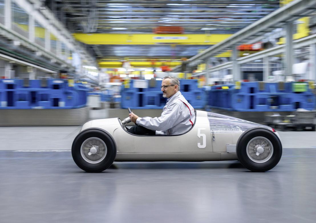 Audi-afdeling voor werktuigbouw print een 'Auto Union Typ C'
