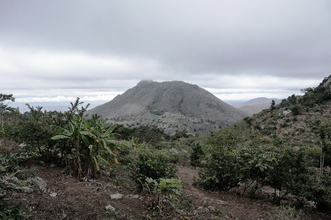 Hills in Lulwe, Nsanje district. <br/><br/>Nsanje is the southernmost district in Malawi and lies in the Lower Shire River Valley, surrounded on all sides by Mozambique. The 1,942 km2 area has a population of nearly 200,000 people<br/>Nsanje has an estimated adult HIV prevalence rate of 11.8%, with 44,792 people living with HIV.<br/><br/>People living with HIV still face many difficulties accessing regular treatment. In this sparsely populated, largely rural area, just getting to health centres can be costly, time consuming and difficult. At the same time, severe shortages of health staff and over-congested waiting rooms mean that health centres struggle to manage the growing number of people on anti-retrovirals needing lifelong care. Photographer: Luca Sola