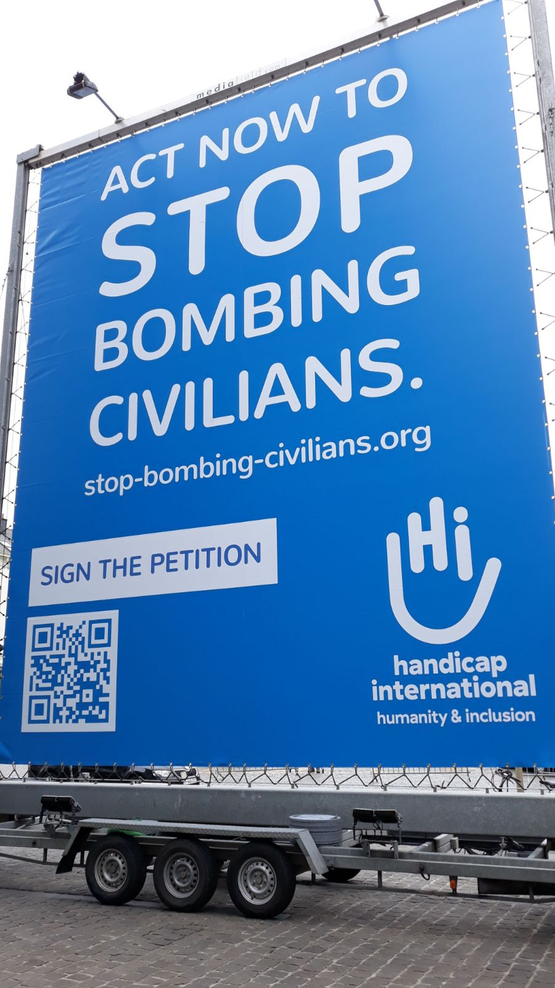 Handicap International challenges the international community: act now to stop bombing civilians!