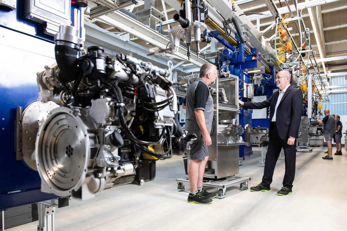 Wilfried Riemann (COO) and Martin Kandlinger (Equipment design/automation technology) during the renovations of the state-of-the-art engine production line, where the Hatz H-series engines are constructed.