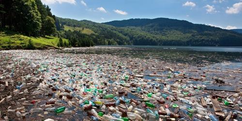 Plastic hoort niet thuis in de zee