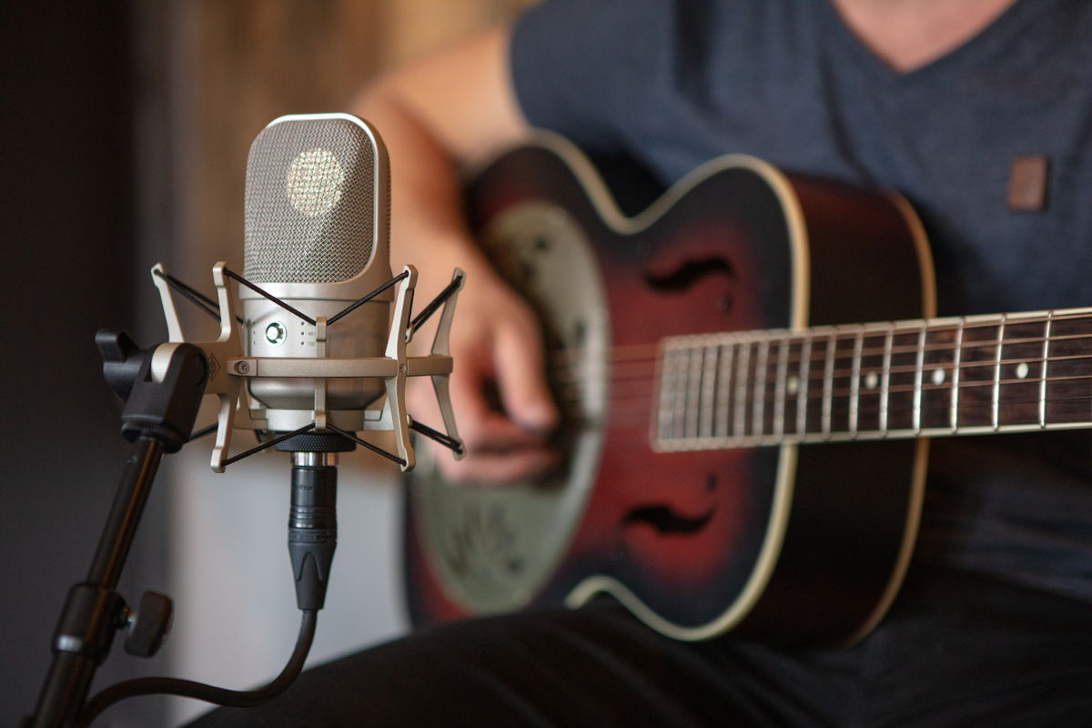 The Neumann TLM 107 with its five directional characteristics is valued by users as an extremely versatile studio microphone with a breathtaking realism