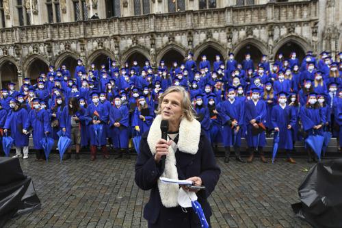 De Stad Brussel organiseert in samenwerking met de ULB en de VUB een graduation ceremony op de Grote Markt van Brussel
