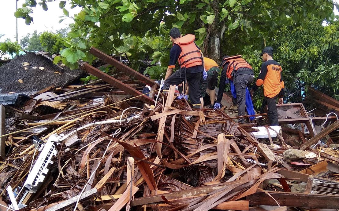 Indonesia: priorizamos los casos más graves y urgentes causados por la erupción del volcán y posterior tsunami