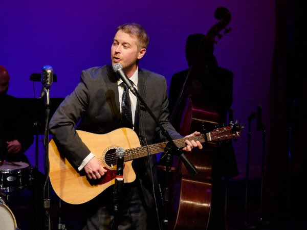 """Jeremy Wood sings """"Patrons of the Heart"""" as tribute to honorees"""
