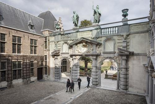 Das Rubenhaus vollendet die Restaurierung des Portikus und des Gartenpavillons
