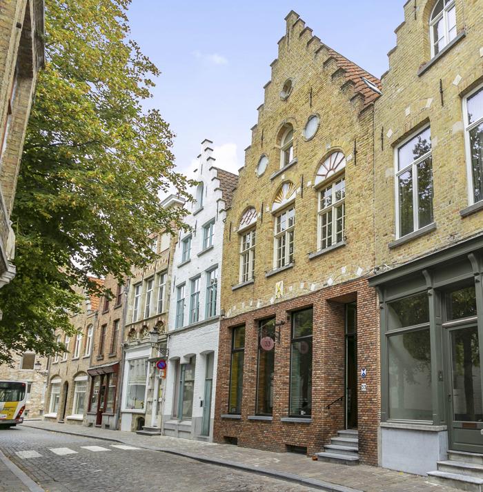 Eén van de oudste herenhuizen van Brugse binnenstad staat te koop