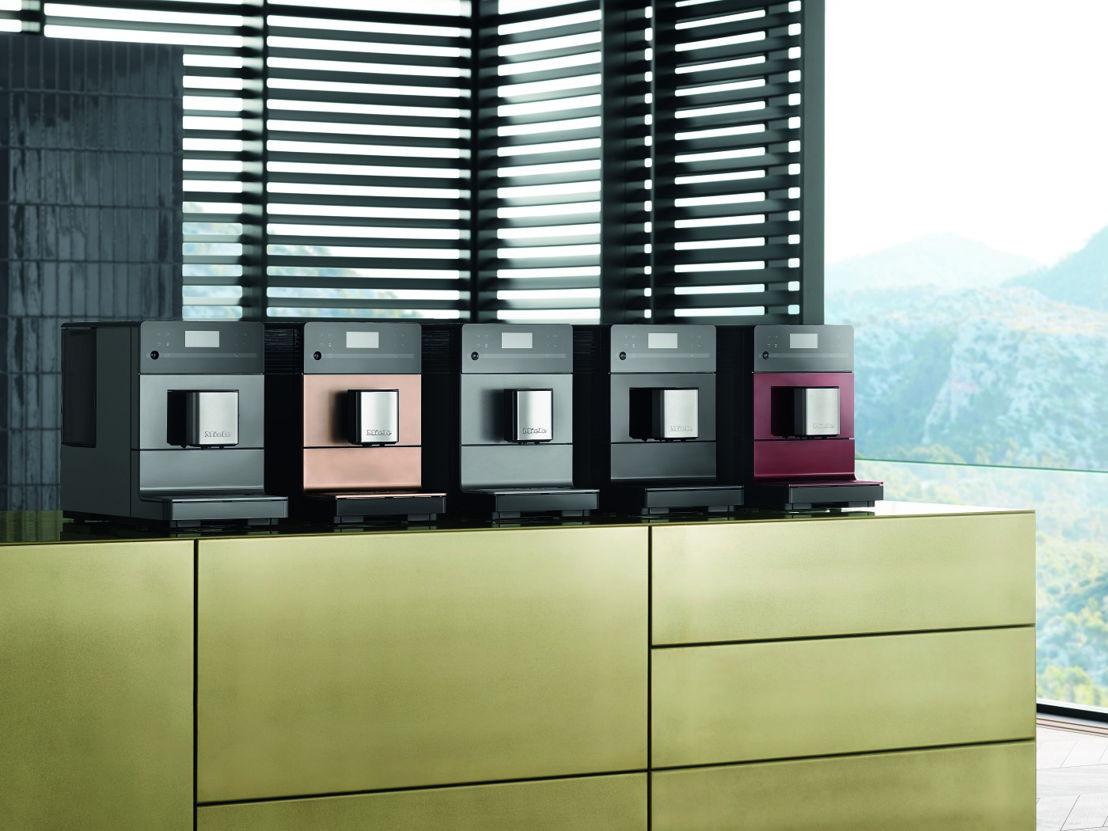 De CM5 is beschikbaar in vijf hippe kleuren: Graphite grey, Tayberry red, Obsidian black, Graphite grey PearlFinish en Rosé gold PearlFinish.