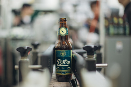 Cathay Pacific introduces Betsy Beer - the world's first hand-crafted bottled beer brewed to be enjoyed at 35,000ft