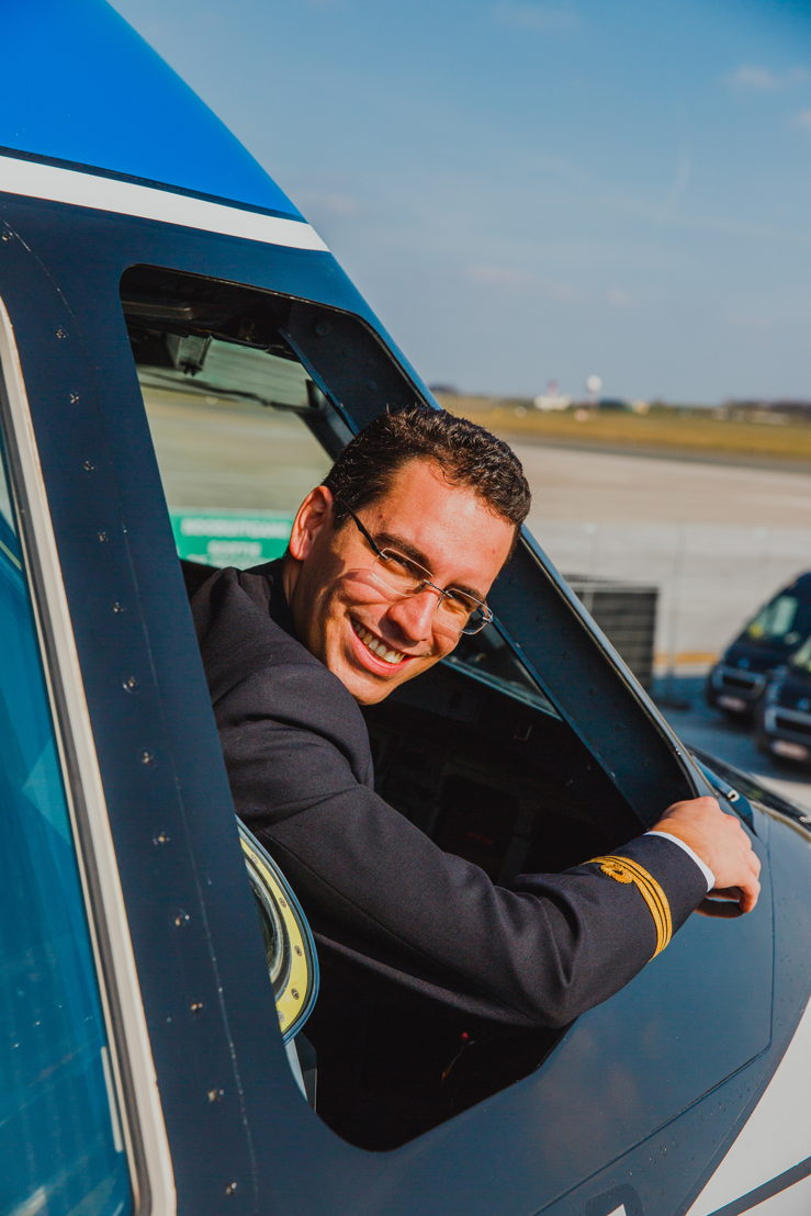 Lorenzo Mascellani, Marta's brother and pilot at Brussels Airlines