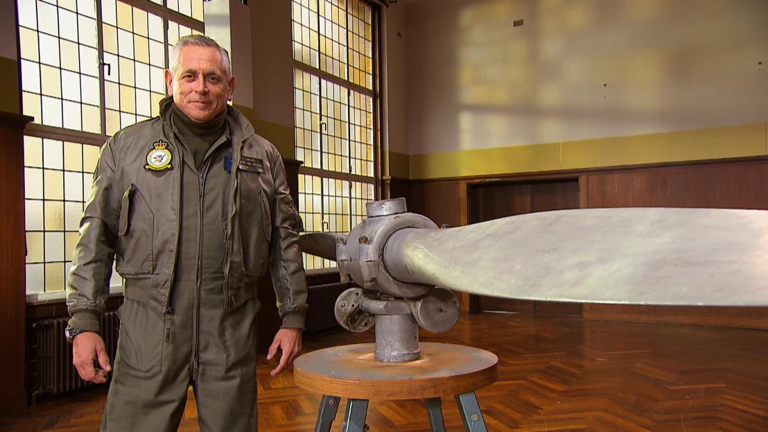 Peter Van Asbroeck op vliegmissie in Stukken van Mensen