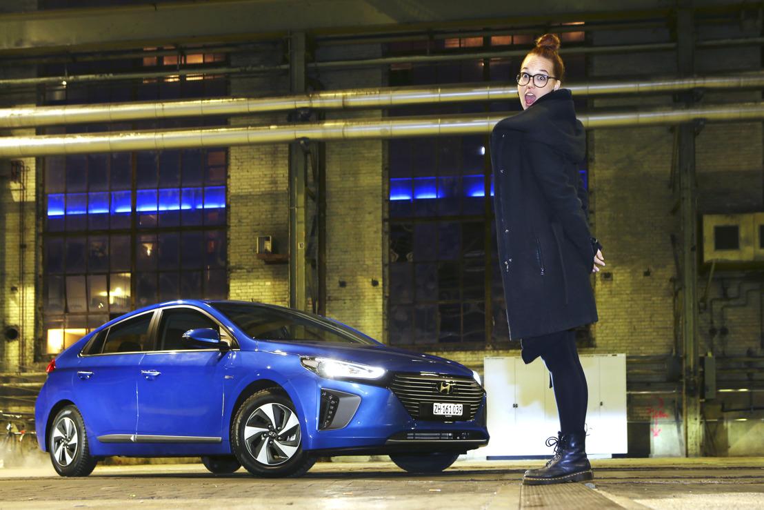 Stefanie Heinzmann au volant de la nouvelle Hyundai IONIQ Hybrid