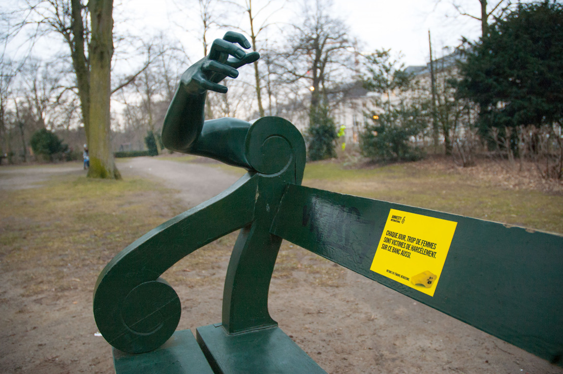 Air and Amnesty let you look at a bench through the eyes of a woman