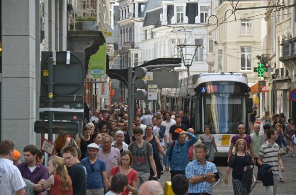 Op de nationale feestdag namen 47 480 bezoekers van de Gentse Feesten de pendeltram tussen Flanders Expo en de Korenmarkt.