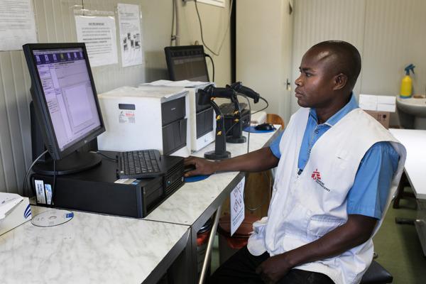 Preview: MSF pide a la empresa estadounidense Cepheid que rebaje el precio de su prueba de diagnóstico de COVID-19 y mejore el suministro a los países en desarrollo