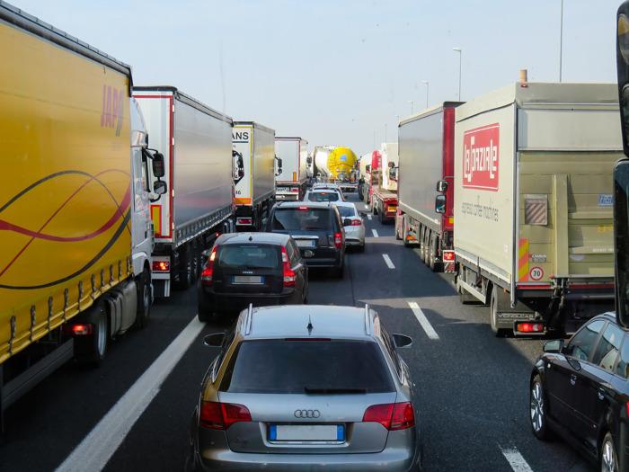 Les embouteillages coûtent 1.151 euros par an aux ménages belges
