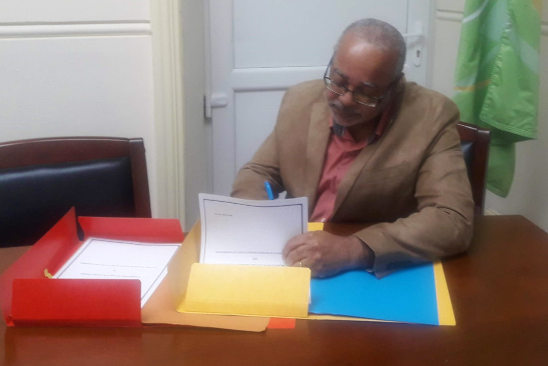 Director General of the OECS, Dr. Didacus Jules, signs Protocole d'Accord (MOU) in Saint Lucia.