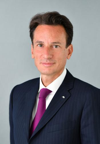 Jef Van In neemt nieuwe verantwoordelijkheid op binnen AXA. Etienne Bouas-Laurent wordt nieuwe CEO van AXA Belgium.*