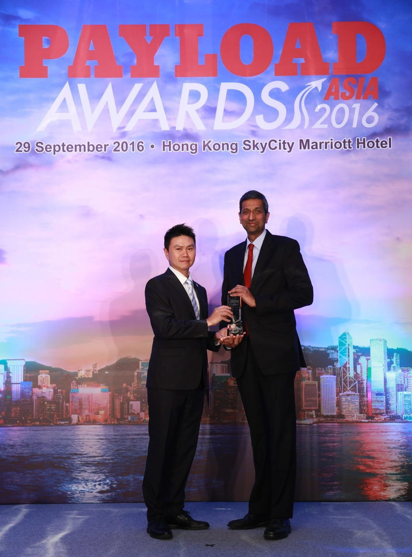 Ravishankar Mirle, VP Vice President of Far East and Australasia, Emirates SkyCargo accepting the Industry Choice Award for Best Overall Carrier