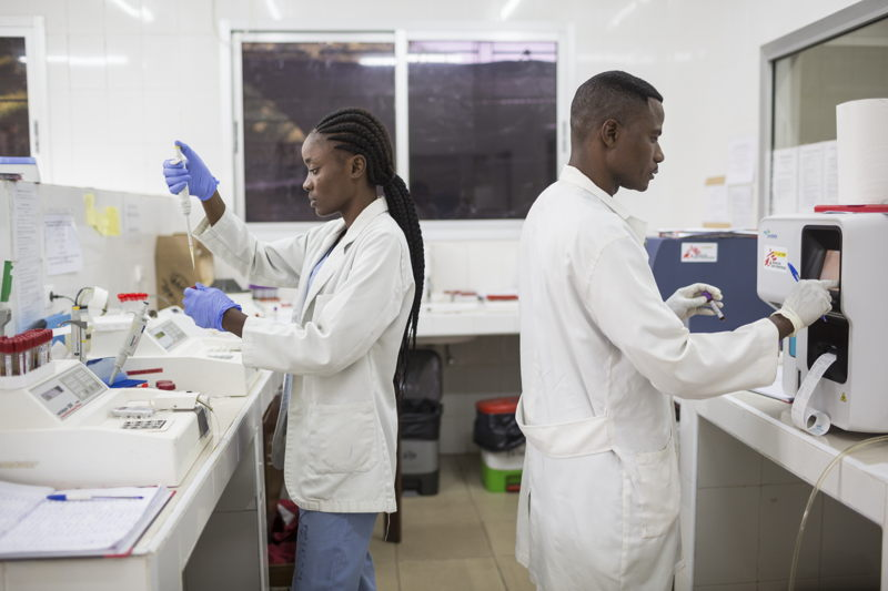 Working in the lab of the CHK hospital in Kinshasa run by MSF.Photo: Kris Pannecoucke / MSF