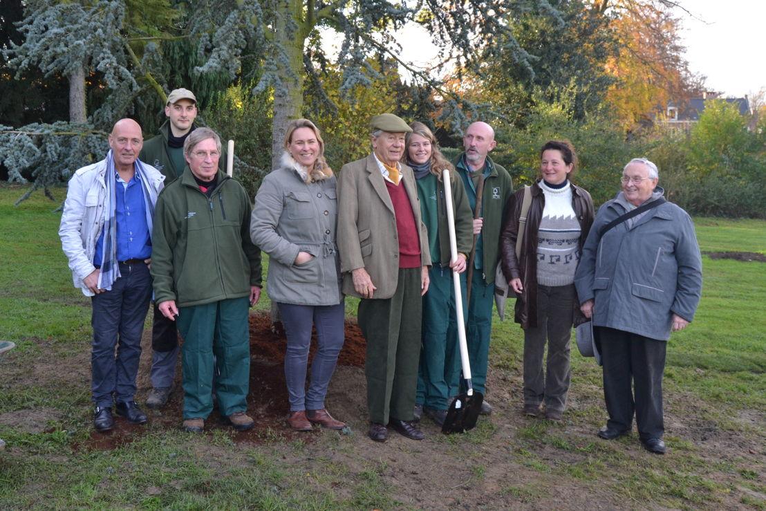Plantation d'un cèdre au Parc de Laeken le 22 novembre 2014, en présence la Ministre Céline Fremault et des responsables e Bruxelles Environnement et en hommage au 350e anniversaire de la Société Royale Linnéenne et de Flore de Bruxelles
