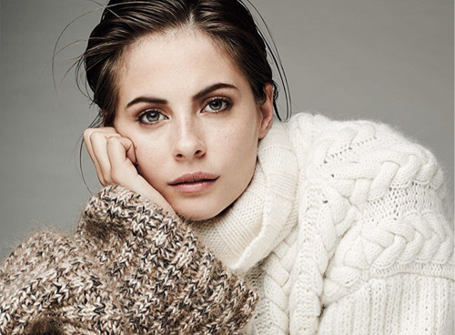 Willa Holland, l'actrice de Arrow, est la nouvelle invitée de FACTS!
