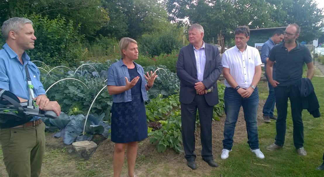 Minister Schauvliege geeft startschot bouw samentuinhuis Zellik