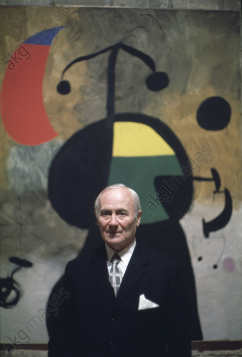 Joan Miró (1893-1983), Spanish Painter, pictured with one of his works<br/>AKG5833202