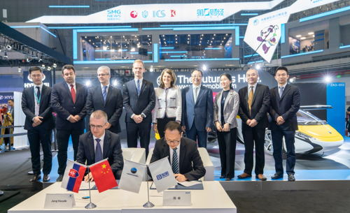 Preview: AeroMobil and Baoneng Motor have signed Strategic Cooperation Agreement at China International Import Expo