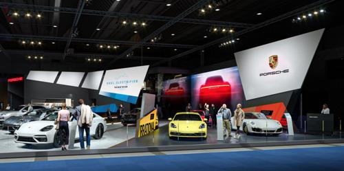 Nieuwe Porsche Taycan opent voor Porsche de weg richting elektromobiliteit tijdens de 98ste Brussels Motor Show.