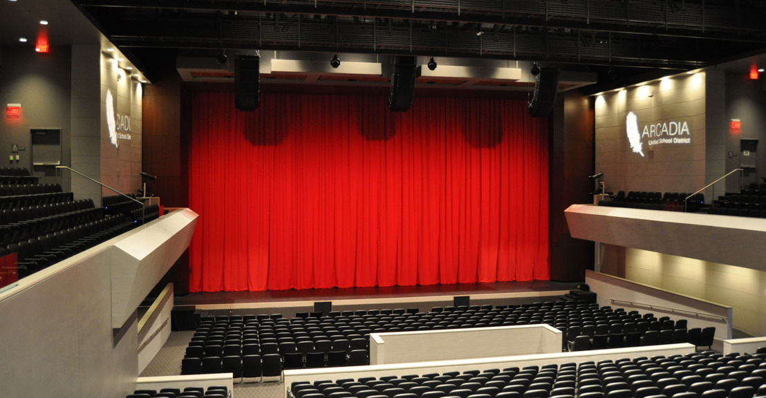 El Performing Arts Center de Arcadia Highschool en California eleva su nivel de audio con un sistema RoomMatch de Bose Profesional