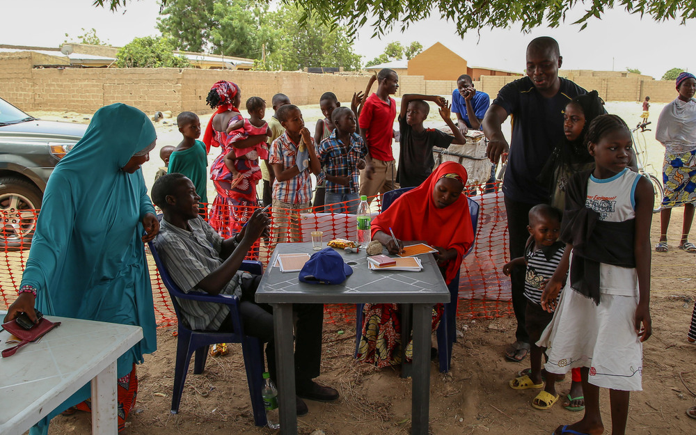 MSF teams complete the vaccination certificates of people taking part in a vaccination campaign in the town of Damaturu, in the north-eastern Nigerian state of Yobe. Photographer: Igor Barbero/MSF