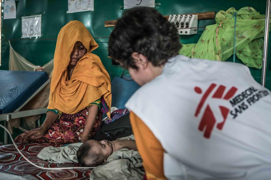 Ansar and her three-month-old son Salim Ullah inside the MSF hospital in Goyalmara. Photoghrapher: Pablo Tosco