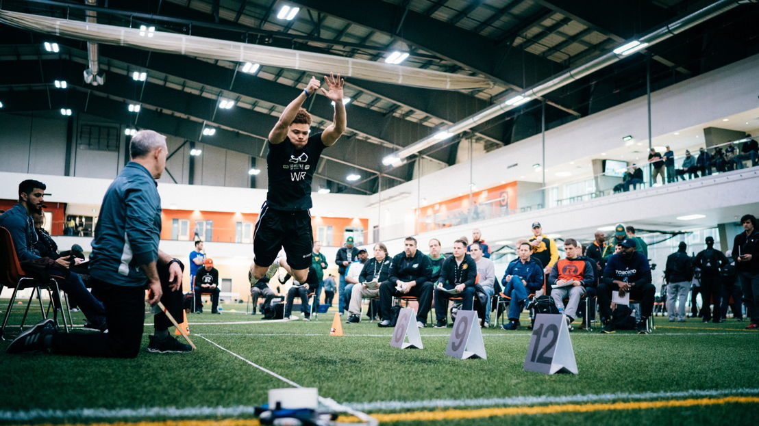 Mark Chapman participe au test du saut horizontal lors du camp d'évaluation 2018 de la LCF, présenté par adidas. Photo : Johany Jutras/LCF.ca