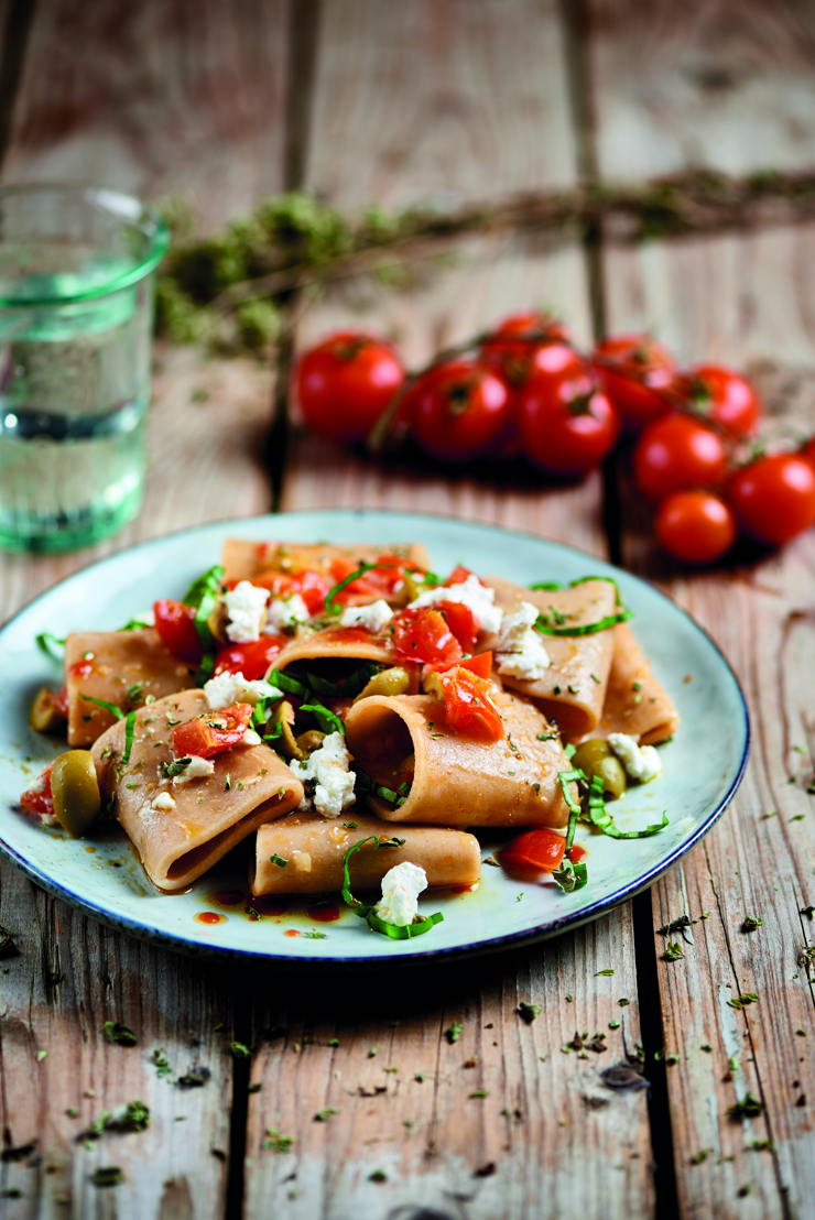 Paccheri con pomodorini, olive e ricotta