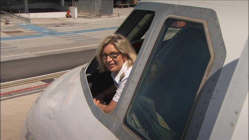 De werkende mens - Aflevering 2 : Vrouwen op de rand van ... - Piloot Kathleen Van Orshaeghen - (c) VRT