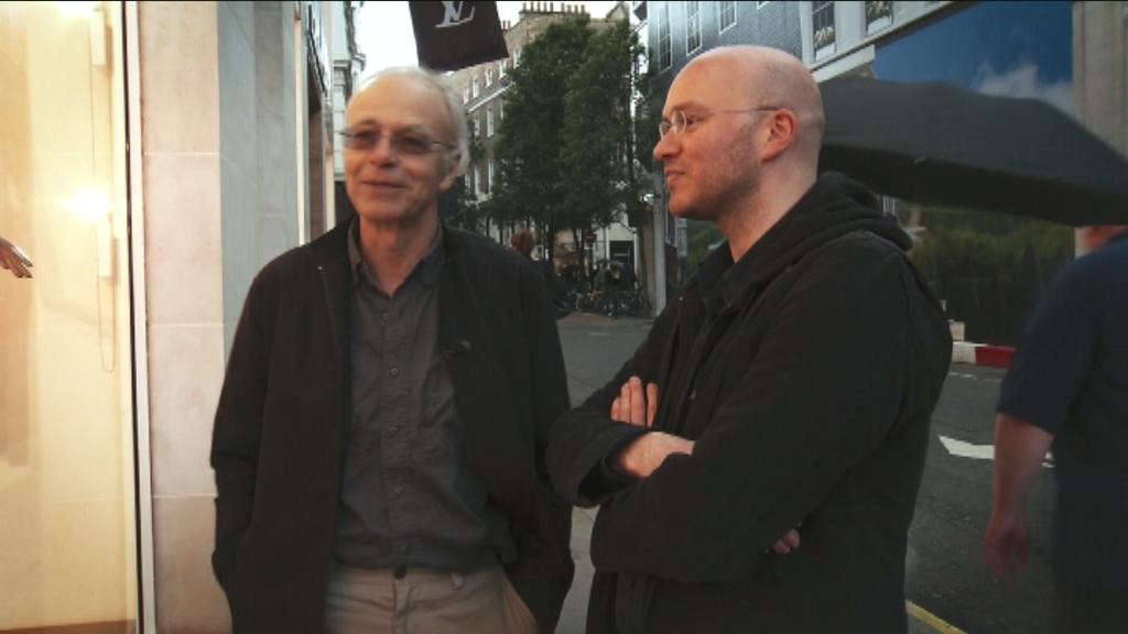 Het voordeel van de twijfel - Fuck the Poor - Peter Singer en Stefaan Van Brabant - (c) VRT