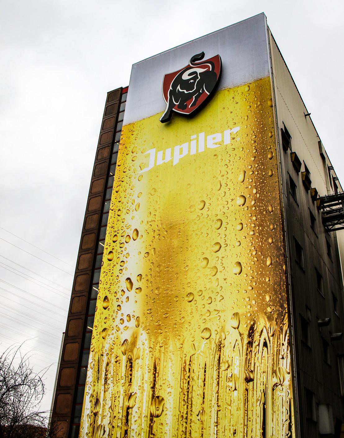 Metershoge Jupiler pils siert voortaan brouwerij van Jupille