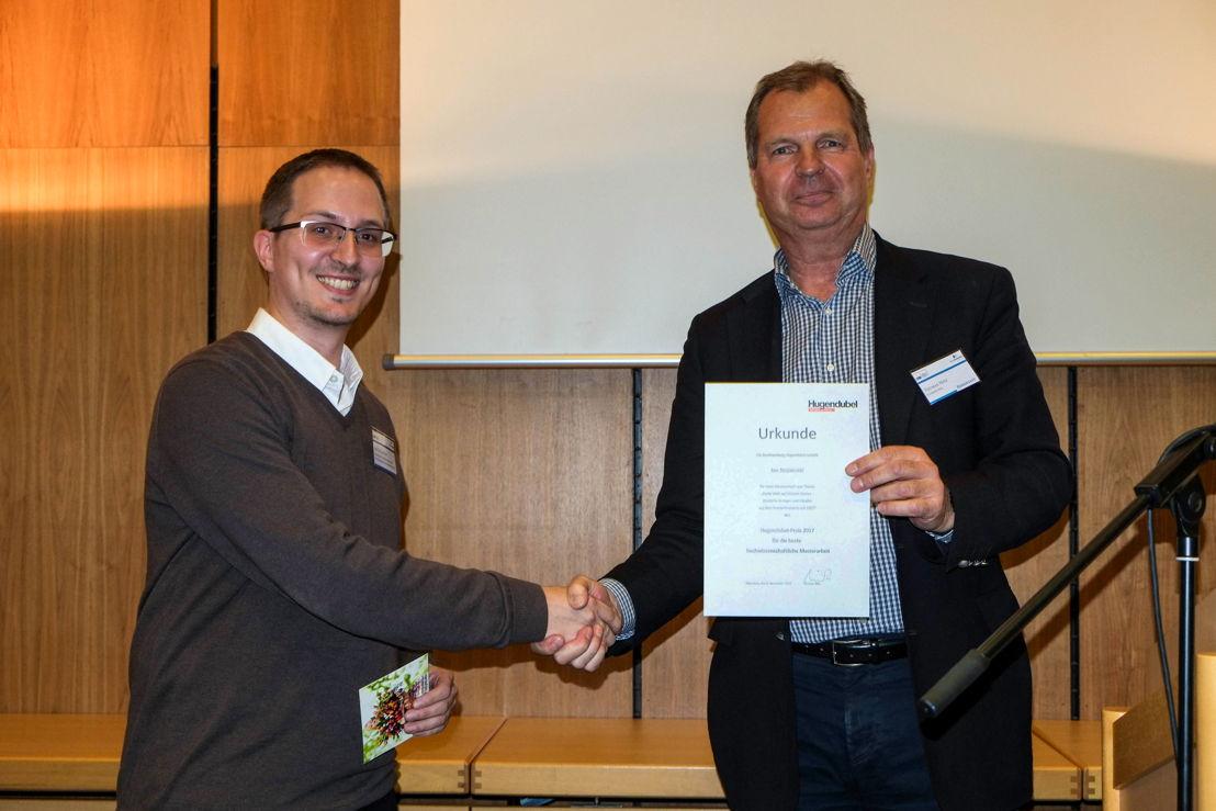 Jan Stojanovic (Preisträger 2017) und Thomas Nitz (Mitglied der Geschäftsführung bei Hugendubel), Fotograf: Daniel Gertenbach