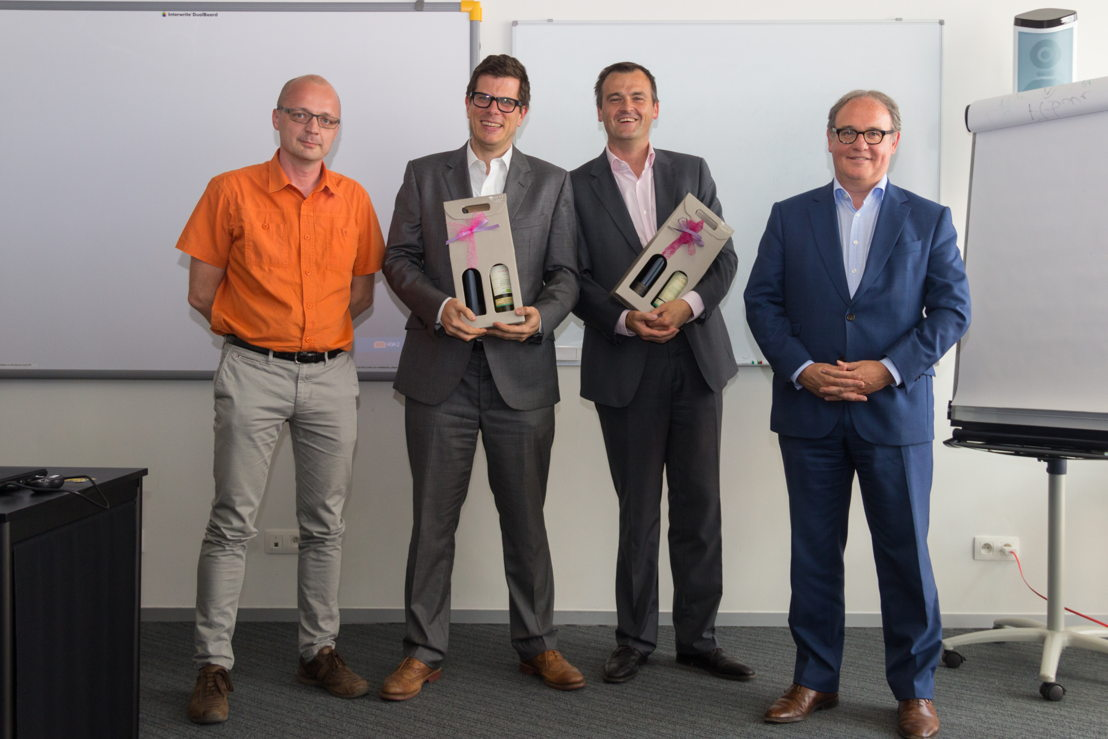 Vlnr.: Jan Bormans van Flanders DC, Marc Herman en Steven Pyck van Accredio en Walter Van Dyck van Vlerick Business School