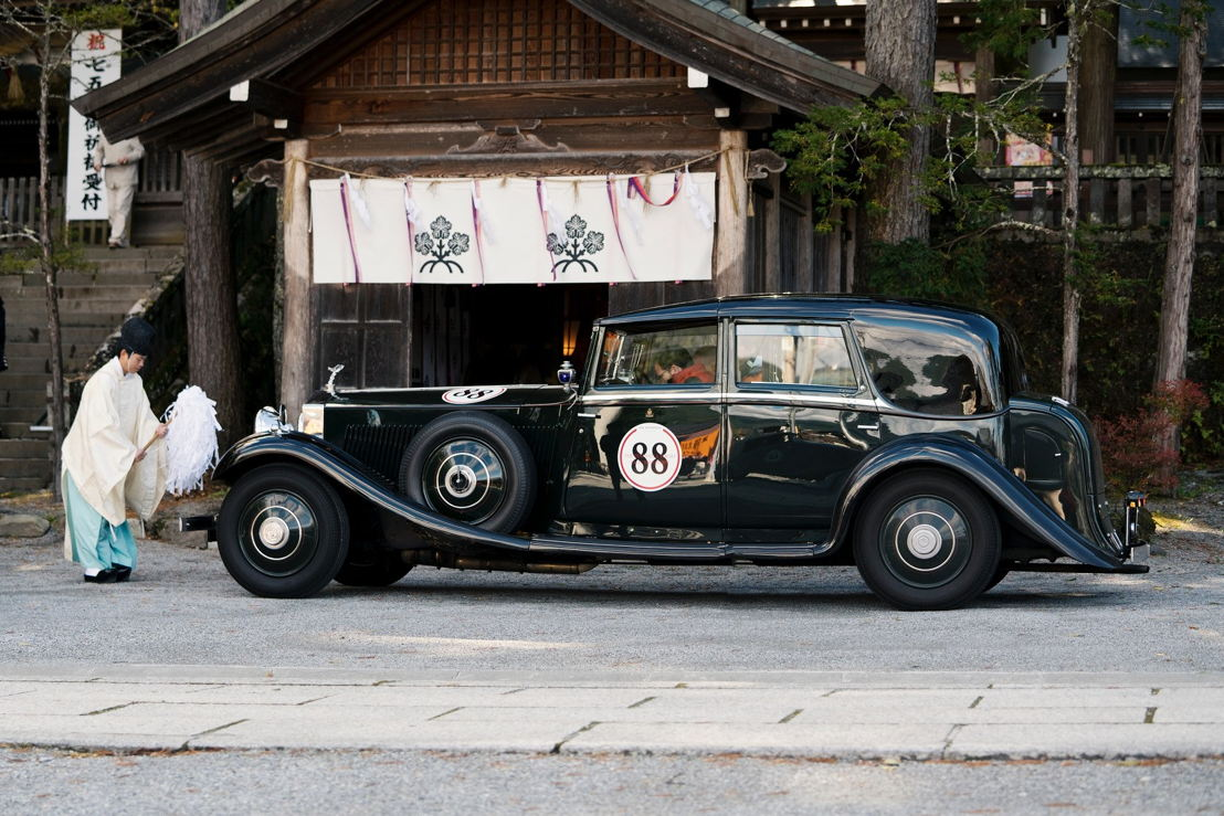 Car model: The Peninsula Tokyo's 1934 Rolls Royce Phantom II <br/>Location: Suwa-Taisha Shrine