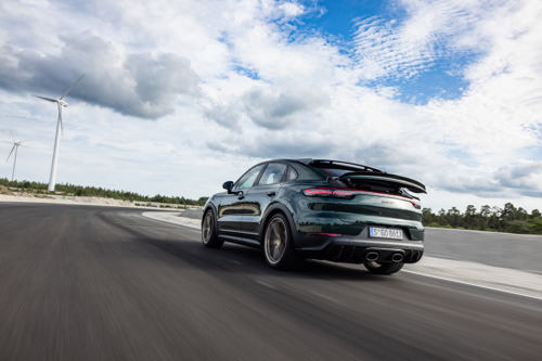In the first six months, Porsche delivers 31 percent more vehicles