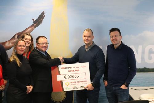 AB InBev Nederland en horeca partners doneren aan Zonnebloem